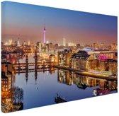 FotoCadeau.nl - Panorama van Berlijn bij schemering Canvas 120x80 cm - Foto print op Canvas schilderij (Wanddecoratie)