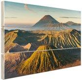 Vulkaan tussen bergen Hout 30x20 cm - klein - Foto print op Hout (Wanddecoratie)