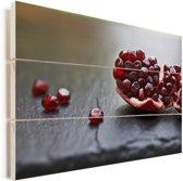 Close up van een granaatappel Vurenhout met planken 120x80 cm - Foto print op Hout (Wanddecoratie)
