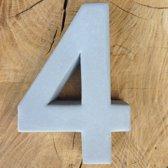betonnen huisnummer 4, nummer vier van beton