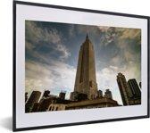 Foto in lijst - Het Empire State Building in de Verenigde Staten fotolijst zwart met witte passe-partout klein 40x30 cm - Poster in lijst (Wanddecoratie woonkamer / slaapkamer)