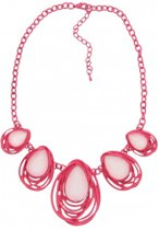 Korte, roze ketting met witte stenen. De ketting is gemaakt van metaal. 44cm