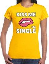 Kiss me I am single t-shirt geel dames - feest shirts dames M