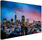 Skyline bij nacht Canvas 80x60 cm - Foto print op Canvas schilderij (Wanddecoratie woonkamer / slaapkamer) / Steden Canvas Schilderijen