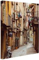 Smalle straat in Barcelona Canvas 120x180 cm - Foto print op Canvas schilderij (Wanddecoratie woonkamer / slaapkamer) / Steden Canvas Schilderijen XXL / Groot formaat!