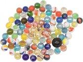 Gekleurde knikkers in netje - buitenspeelgoed - knikkeren