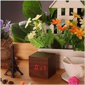 Houten klok JY&K | klokje | digitaal |staand | USB en batterijen | 7x7cm | klokken | bureau | woondecoratie