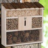 Relaxwonen - insectenhotel - overwinteren - insecten - vlinders - nestelen