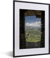 Foto in lijst - Prachtig uitzicht uit een raam van het Citadelle Laferrière fort fotolijst zwart met witte passe-partout klein 30x40 cm - Poster in lijst (Wanddecoratie woonkamer / slaapkamer)