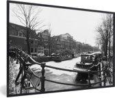 Foto in lijst - De bevroren Prinsengracht in de winter fotolijst zwart 60x40 cm - Poster in lijst (Wanddecoratie woonkamer / slaapkamer)