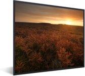 Foto in lijst - Zonsopgang bij het Nationaal park New Forest in Engeland fotolijst zwart 50x40 cm - Poster in lijst (Wanddecoratie woonkamer / slaapkamer)