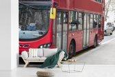 Fotobehang vinyl - Een moderne bus rijdt over de straten breedte 390 cm x hoogte 260 cm - Foto print op behang (in 7 formaten beschikbaar)