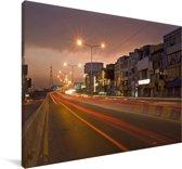 De straten van Lahore in de nacht Canvas 180x120 cm - Foto print op Canvas schilderij (Wanddecoratie woonkamer / slaapkamer) XXL / Groot formaat!