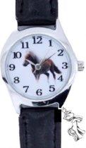 Paarden Horloge- Zwart- Met paarden-, dit geeft weer een extr bedeltje- Met batterij