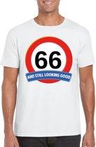66 jaar and still looking good t-shirt wit - heren - verjaardag shirts S