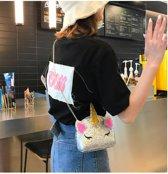 Kleine handtas in de vorm van een eenhoorn, met schouderband. Met glitterversiering, hoorn en oren is deze handtas een verbluffende accessoire voor elk meisje. Eenhoorn handtas, WIT met glitter. Afmeting 13x15x5 cm.