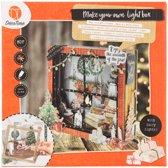 Decotime maak je eigen lightbox voor kerst van MDF haard met kerstsokken