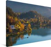 Meer van Bled in Slovenië tijdens de herfst Canvas 180x120 cm - Foto print op Canvas schilderij (Wanddecoratie woonkamer / slaapkamer) XXL / Groot formaat!