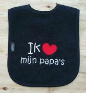 """Zwarte slab met de tekst: """"Ik hou van mijn papa's"""""""