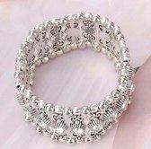 Fashionidea – Mooie brede zilverkleurige bedelarmband voorzien van glimmende zirkonias