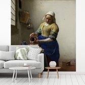 Fotobehang vinyl - Het melkmeisje - Schilderij van Johannes Vermeer breedte 350 cm x hoogte 380 cm - Foto print op behang (in 7 formaten beschikbaar)