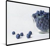 Een glazen kom blauwe bessen Canvas 60x40 cm - Foto print op Canvas schilderij (Wanddecoratie woonkamer / slaapkamer)