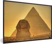 Foto in lijst - De Sfinx van Gizeh in het avondlicht in Egypte fotolijst zwart 60x40 cm - Poster in lijst (Wanddecoratie woonkamer / slaapkamer)