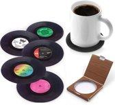 LP Onderzetters - 6 Stuks + GRATIS Geschenk Doosje  - Vinyl Onderzetters -Retro - Coasters - Onder Zetters - Vintage - Platen - Rond - Langespeelplaat - Muziekliefhebber - Muziekliefhebbers - LP's - Glazen - Drink Onderzetters - Glazenonderzetters