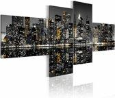 Schilderij - New York City - Wolkenkrabbers in Goud Licht, 4luik