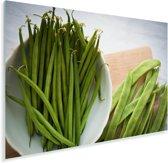 Groene peultjes op een houten snijplank Plexiglas 120x80 cm - Foto print op Glas (Plexiglas wanddecoratie)
