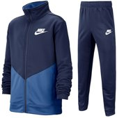 Nike Nsw Core Trk Ste Ply Futura Jongens Trainingspak - Midnight Navy/Mountain Blue/(White) - Maat L
