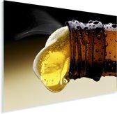 Bier uit een bierflesje gieten Plexiglas 160x120 cm - Foto print op Glas (Plexiglas wanddecoratie) XXL / Groot formaat!