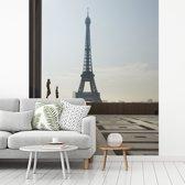 Fotobehang vinyl - Het Trocadero plein met de Eiffeltoren op de achtergrond breedte 225 cm x hoogte 280 cm - Foto print op behang (in 7 formaten beschikbaar)