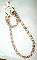 Rozenkwarts Sieraden Set, bestaande uit collier, armband en oorhangers