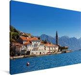 Baai van Kotor met huisjes en de kloktoren in Montenegro Canvas 60x40 cm - Foto print op Canvas schilderij (Wanddecoratie woonkamer / slaapkamer)