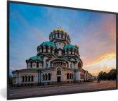 Foto in lijst - Zonsondergang bij de Kathedraal in de Bulgaarse stad Sofia fotolijst zwart 60x40 cm - Poster in lijst (Wanddecoratie woonkamer / slaapkamer)