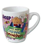 Mok - Cartoon Mok - Voor een ouwe snoeper - Gevuld met een verpakte toffeemix - In cadeauverpakking met gekleurd krullint