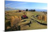 Rode boerderijen in het Nationaal park Piatra Craiului in Roemenië Aluminium 120x80 cm - Foto print op Aluminium (metaal wanddecoratie)