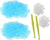 600 Loom elastiekjes, loombandjes glow in the dark licht blauw met weefhaken en S-clips