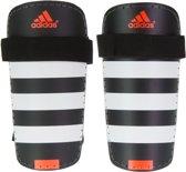 adidas Everlite Scheenbeschermer ScheenbeschermerVolwassenen - zwart/wit/oranje Maat XL