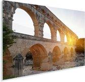 Oranje zon schijnt door een gat van de Pont du Gard Plexiglas 90x60 cm - Foto print op Glas (Plexiglas wanddecoratie)