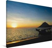 Zonsondergang bij het eiland Manado Tua in het Nationaal park Bunaken Canvas 140x90 cm - Foto print op Canvas schilderij (Wanddecoratie woonkamer / slaapkamer)