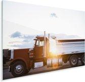Zonnestralen langs de Amerikaanse vrachtwagen Plexiglas 180x120 cm - Foto print op Glas (Plexiglas wanddecoratie) XXL / Groot formaat!
