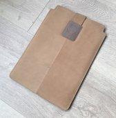 Leren dbramante1928 sleeve macbook air 11 inch. Kleur: oker/cognac bruin