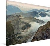 Wolkengordijn gaat richting de Ben Nevis Canvas 120x80 cm - Foto print op Canvas schilderij (Wanddecoratie woonkamer / slaapkamer)