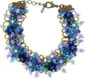 Blauwe armband met bloemetjes en kraaltjes