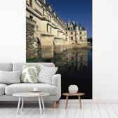 Fotobehang vinyl - Zijaanzicht van het Kasteel van Chenonceau in Frankrijk breedte 240 cm x hoogte 360 cm - Foto print op behang (in 7 formaten beschikbaar)