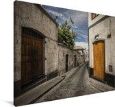 Een straat bij de Peruviaanse Colca Canyon in Zuid-Amerika Canvas 30x20 cm - klein - Foto print op Canvas schilderij (Wanddecoratie woonkamer / slaapkamer)