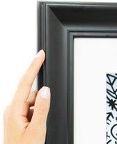 Brede geaccentueerde zwarte kader met witte passe partout. (Handgemaakt) Fotoformaat 30x50 | Kaderformaat 40x60