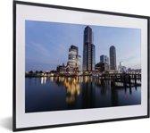 Foto in lijst - Stadsgezicht van de Nederlandse stad Rotterdam fotolijst zwart met witte passe-partout klein 40x30 cm - Poster in lijst (Wanddecoratie woonkamer / slaapkamer)
